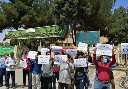 تعدادی از دامداراننیشابور در اعتراض به قیمت شیر اجتماع کردند